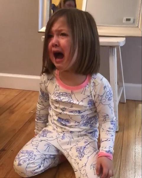 """美国小女孩因""""妹妹梦""""破灭放声大哭诉不满"""