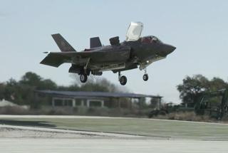 F-35B在斜坡上都能垂直降落 这能力让人眼红