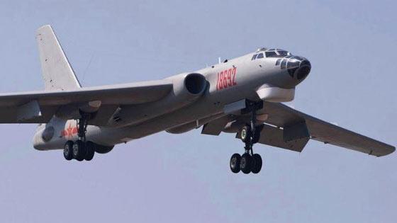 解放军轰6战机亮相 台媒叹其战力:把南海搬到眼前