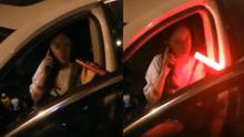 无语!女司机路遇查酒驾 竟然用舌头舔检测仪