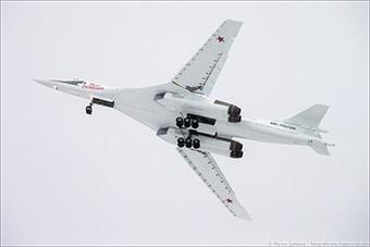 中国要抓紧了!俄最新图160战略轰炸机试飞