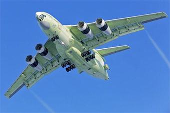 俄最新加油机试飞 眼馋粗大新发动机