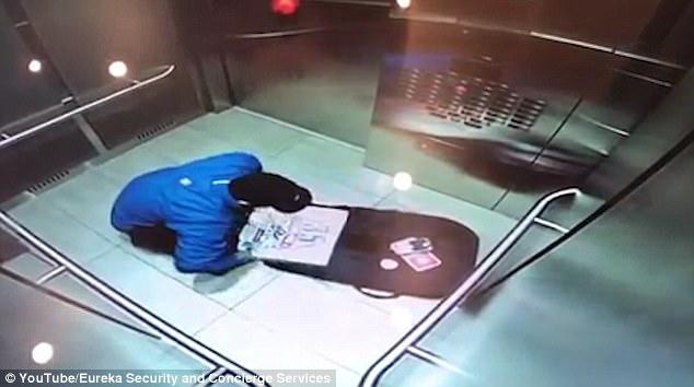 诱惑难挡?加送餐员配送途中偷食披萨被曝光