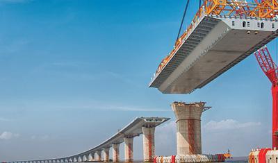 港珠澳大桥主体工程全线贯通:抗7级地震、寿命120年