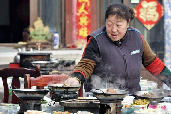 北京:特色餐饮富山村