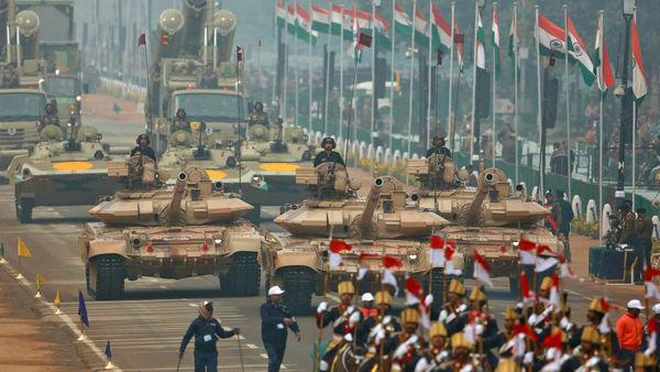 东盟领导人齐聚印度看阅兵 展示最先进坦克导弹