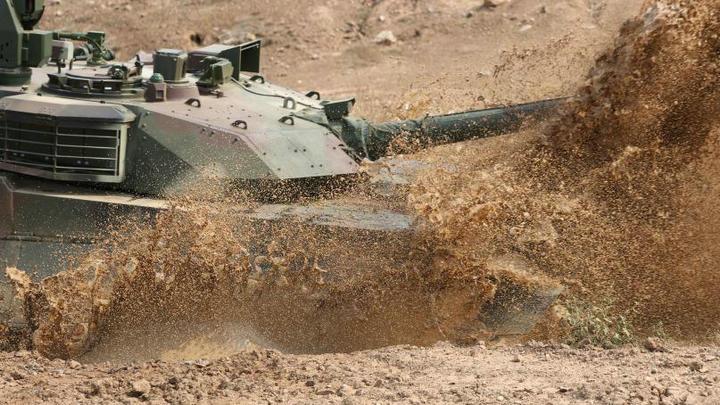 泰国测试中国产VT4坦克赞性能优越