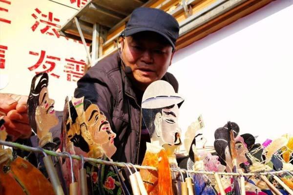 """青海皮影戏班走街串巷 """"烹调""""传统年味儿"""