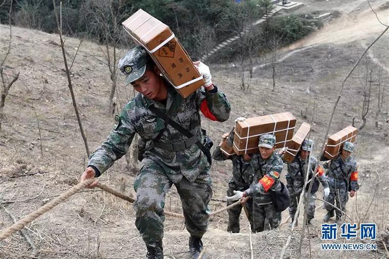 在中越边境,有这样一批人在最危险的地方战斗