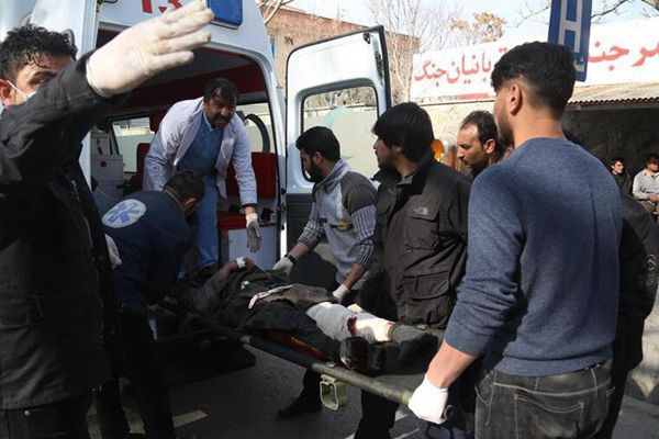 阿富汗喀布尔市区爆炸致上百人死伤