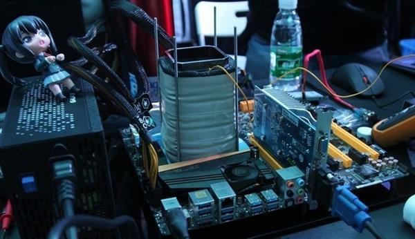 液氮超频成本高 极客玩家无奈自制液氮炮
