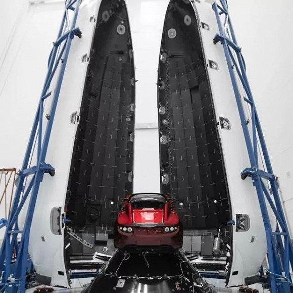 惊呆!马斯克下月要用猎鹰火箭送特斯拉跑车进太空