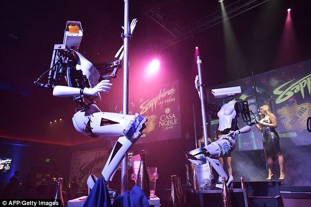 钢管舞机器人即将亮相:由汽车零件和垃圾制成