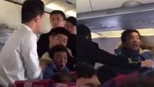 男子乘飞机大闹机舱 自称其遭人陷害投毒