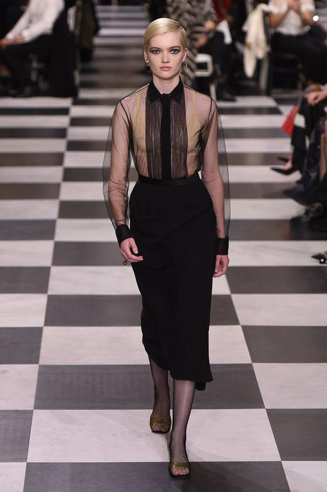 Dior秀场裙子太仙美!贫穷限制了我的想象?