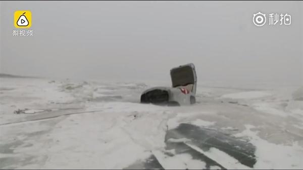 真胆大!6人驾车湖面玩漂移:栽进冰窟