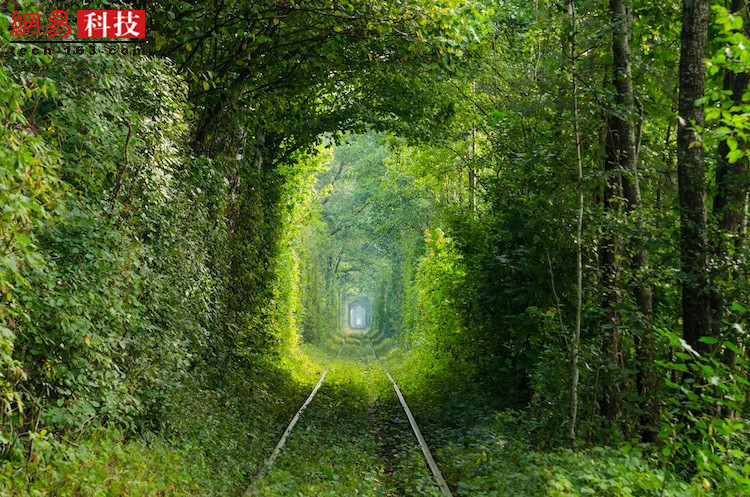 乌克兰的情侣隧道。