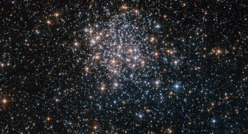 距离地球1.6万光年 NASA发布NGC 3201星团照片