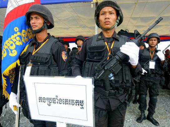 简氏:中国援助柬埔寨军方上百辆坦克装甲车