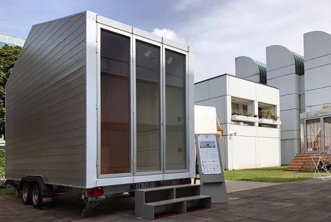 意建筑师打造9平迷你屋 墙内暗藏家具