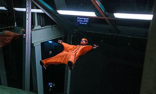 赞!美翼装飞行家模拟器中漂浮6小时创纪录
