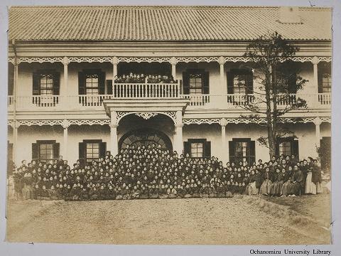日本最难考女子大学:百年前女学生毕业照流出