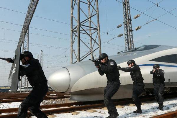 武汉铁路警方进行实战训练