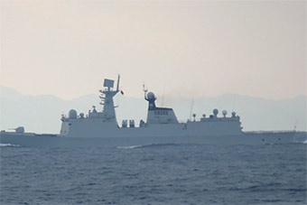 不止有运-9!中国海军护卫舰同穿对马海峡