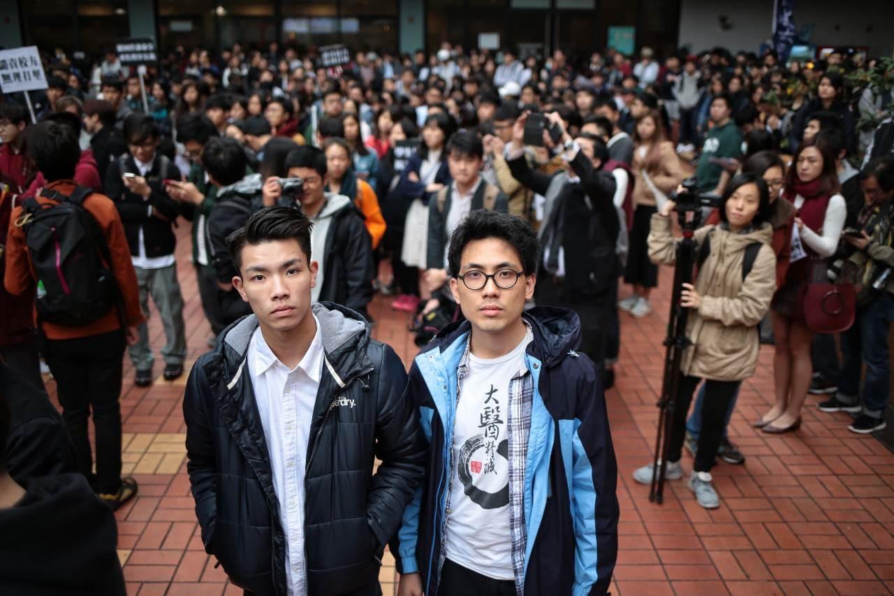 """香港浸大校长:欣慰两名停学学生向老师道歉 将重新审视""""停学令"""""""
