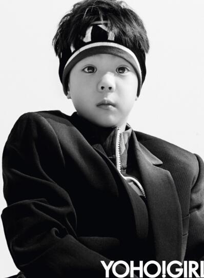 霍思燕嗯哼大王现身《YOHO!GIRL》2月刊,造型俏皮贺新春