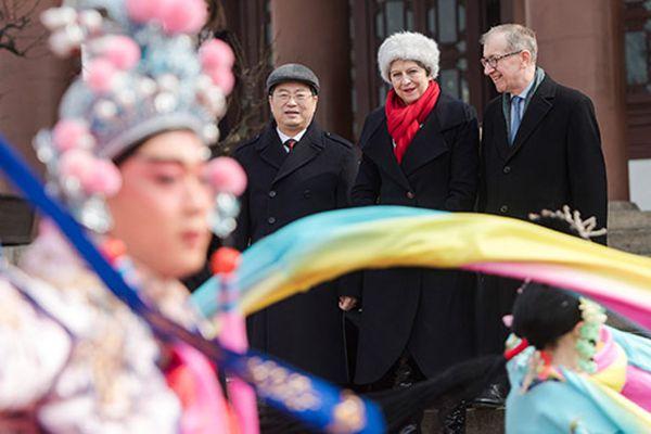 英国首相特雷莎·梅参观武汉黄鹤楼