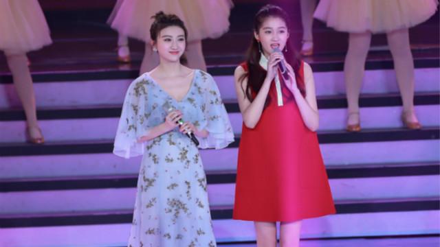 两只小仙女!景甜、关晓彤同台献唱