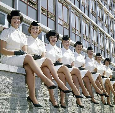 老照片记录新西兰航空空乘制服70年前世今生