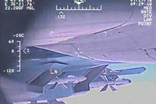 美俄战机空中交锋画面再曝光 稍有不慎就撞上了
