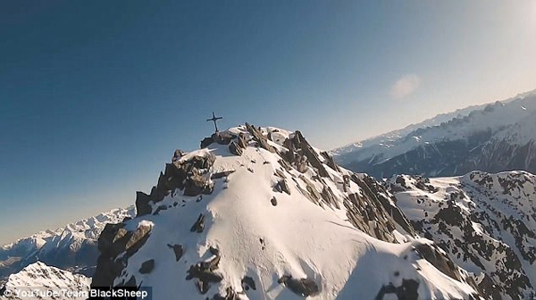 无人机高速航拍雪山 高清画面令人眩晕