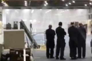 英国新航母喷水消防系统故障 机库变水帘洞