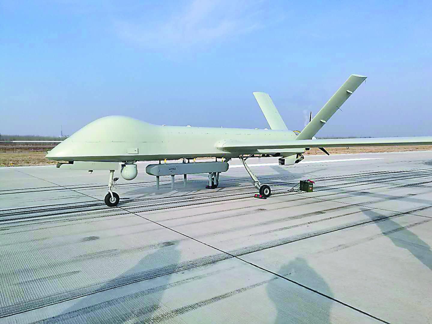 升级版彩虹4无人机完成密集投弹试验 下一步将多机型编队