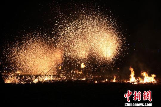 山西长治铁礼花:传承千年的红火年味