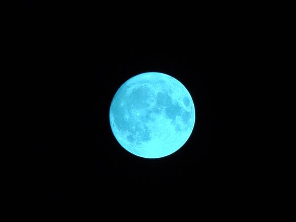 """152年罕见奇观!""""蓝月亮""""真的变蓝了:真相在此"""