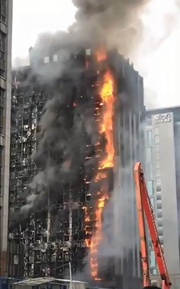 新金沙线上娱乐开户:郑州消防:高层大火系楼外保温材料起火,暂未发现人员伤亡