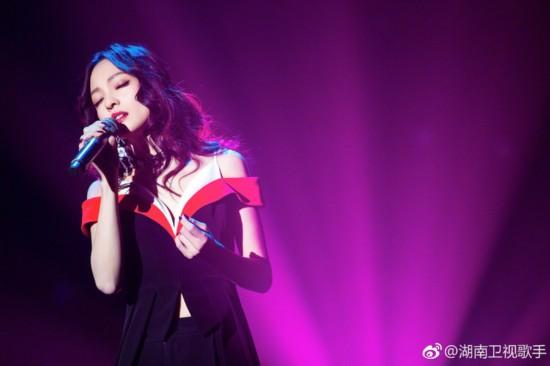 张韶涵不仅会唱《隐形的翅膀》,还是隐形的穿搭高手
