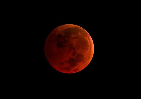 """一辈子就一次!152年奇迹""""超级蓝血月""""美图赏"""