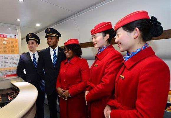 """外国留学生的""""春运"""":高铁上当志愿服务者"""