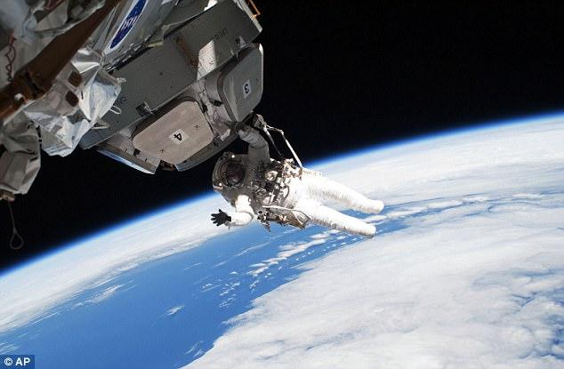 期待!俄2019年为游客提供太空漫步项目