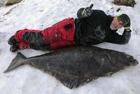 英木匠捕到1.8米比目鱼