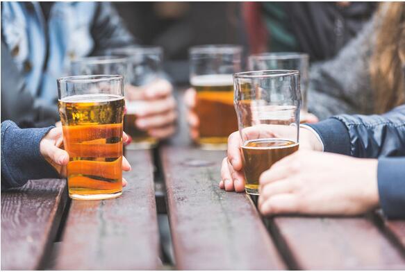 小酌怡情?研究:青少年时期饮酒可能导致严重肝病