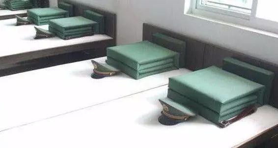 台军当兵怕叠被子都自备睡袋?老学长爆:一件折好,一件拿来盖