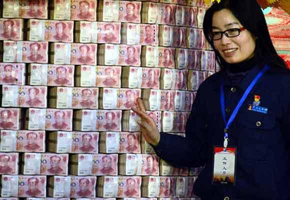 """南昌一企业发红包 1.6亿现金堆成""""钱墙"""""""