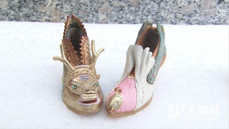 """济南鞋匠喜欢给人""""穿小鞋""""五年间做了上百双"""