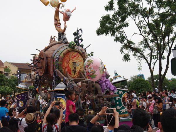新媒:上海迪士尼插队费引众怒 外媒这样说